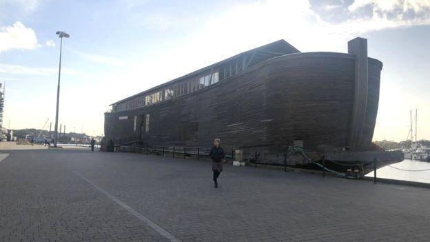 """""""سفينة نوح"""" ترسو في بريطانيا في أول زيارة لها"""
