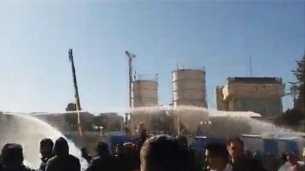 Дешевого иранского  бензина  всем не хватило - Протесты в соседней стране