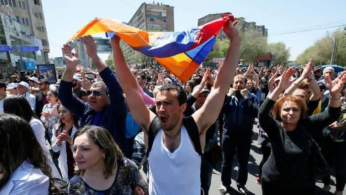 Уехавшие из Азербайджана армяне митингуют
