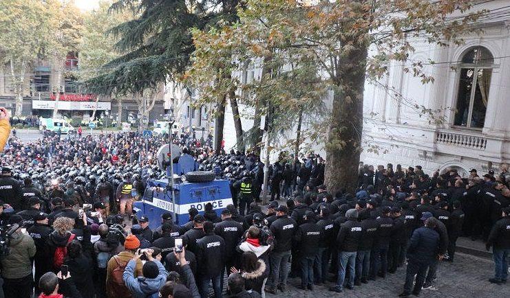Tbilisidəki aksiyalarda 6 nəfər xəsarət alıb, 37-si saxlanılıb - FOTOLARg
