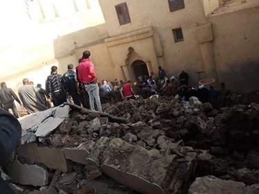 انهيار سور كنيسة ابو فانا الاثرية بملوى ووفاة 3 بينهم طفلان - حصري