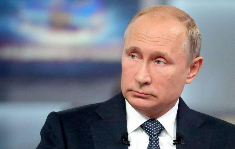 Конфуз с микрофоном Путина попал на ВИДЕО - ВИДЕО