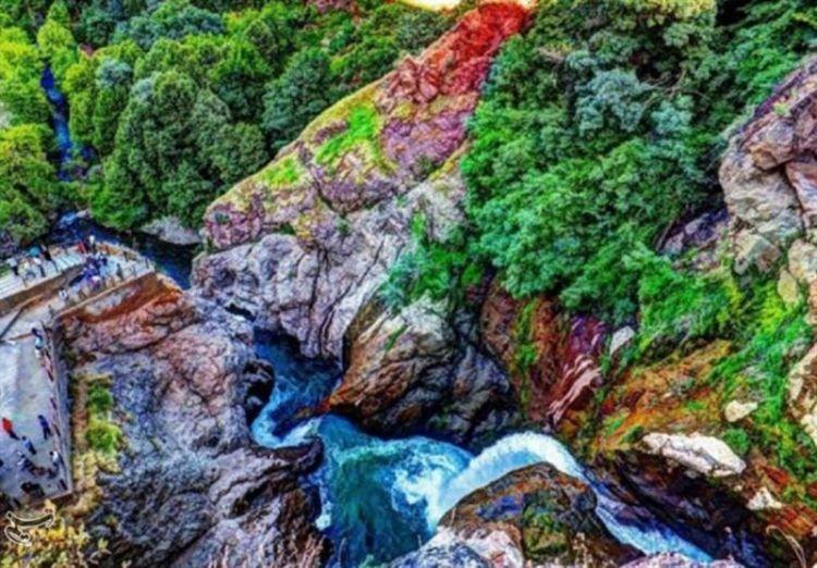 """شلال """"شلماش"""" من المناظر الطبيعية المذهلة في أذربايجان الغربية"""
