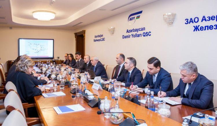 شركة السكك الحديدية الأذربيجانية المساهمة تجري مناقشات مع بعثة البنك الدولي