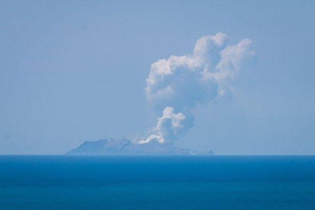 إصابة 20 شخص بسبب ثوران بركان في نيوزيلندا