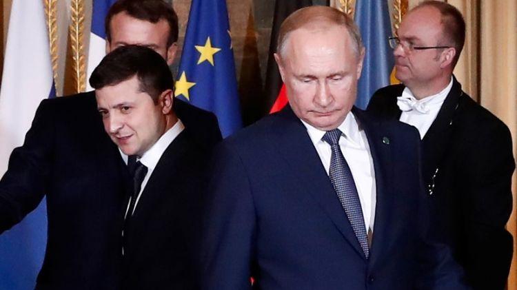 """На """"нормандском саммите"""" в Париже Путин развернул""""  Зеленского в сторону фотографов"""