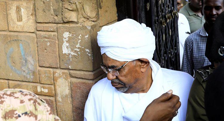 """نقل عمر البشير للنيابة للتحقيق معه في قضية """"انقلاب 1989"""""""