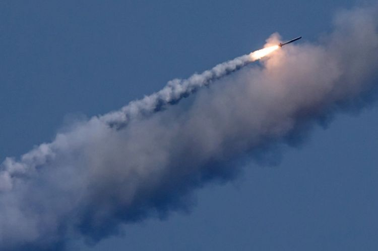 Russian frigate launches Kalibr cruise missile in Black Sea - First Time Ever - VIDEO
