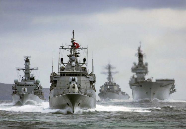 Türk donanması İsrail gəmisini qovdu - GƏRGİNLİK