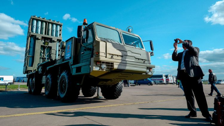 Russian troops test-fire latest S-350 anti-aircraft missile system - VIDEO