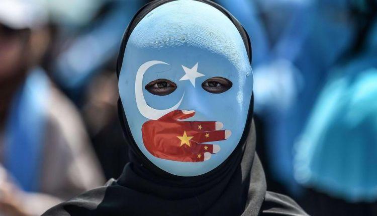 """""""1 milyon 600 bin Çinli erkek görevli Müslüman Uygur Türk hanımları yataklarını paylaşmaya zorluyor"""" - Doğu Türkistan Milli Meclis Başkanı Tümtürk - Röportaj"""