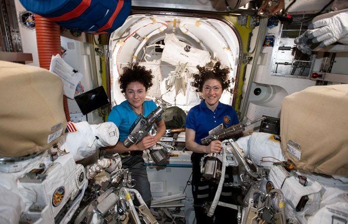 ru/news/sience/412344-jenskiy-duet-vnov-v-otkritom-kosmose