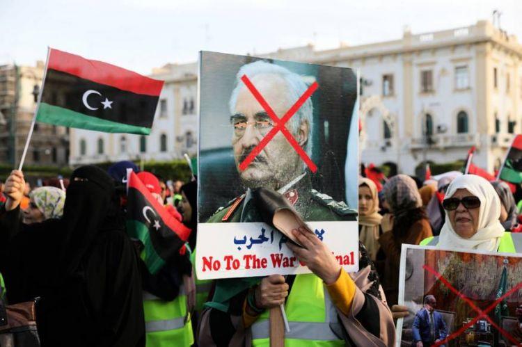 الصراع الجاري في ليبيا بشقَّيه العسكري والسياسي، ليس مجرد صراع على السلطة في البلاد فحسب، بل هو صراع تتكثف فيه المصالح الإقليمية والدولية.