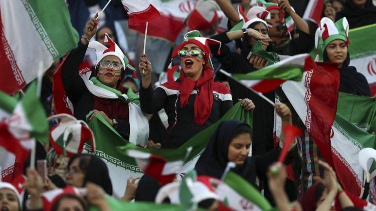 tr/news/sport/412599-iranda-uluslararasi-futbol-karsilasmalarinin-oynanmasi-yasaklandi