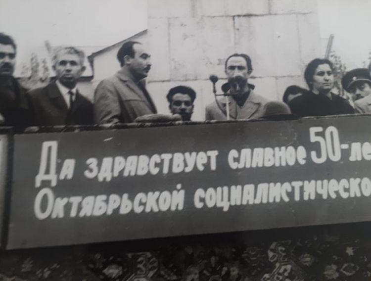 Первый памятник Андранику в Азербайджане сброшен в ров - ФОТО