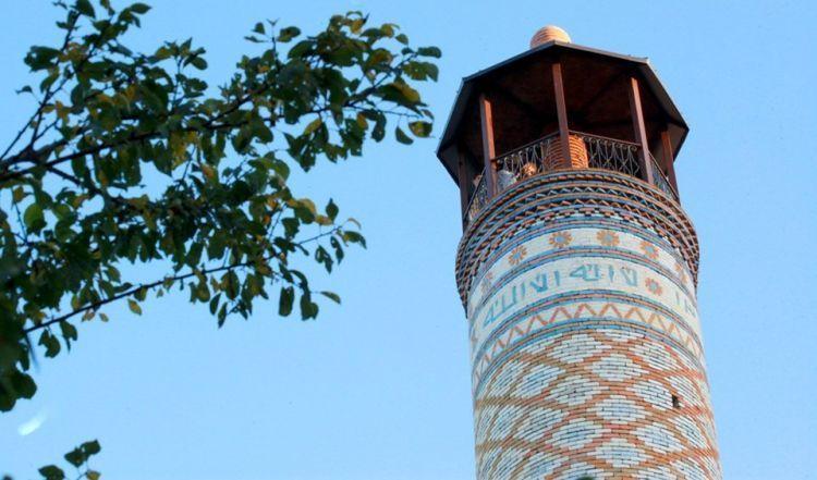 """الأرمن يغيرون مسجد شوشا تحت ذريعة """"الترميم"""" - المشاهد الأخيرة لتاريخنا الذي يتم حذفه من الذاكرة - الفيديو"""