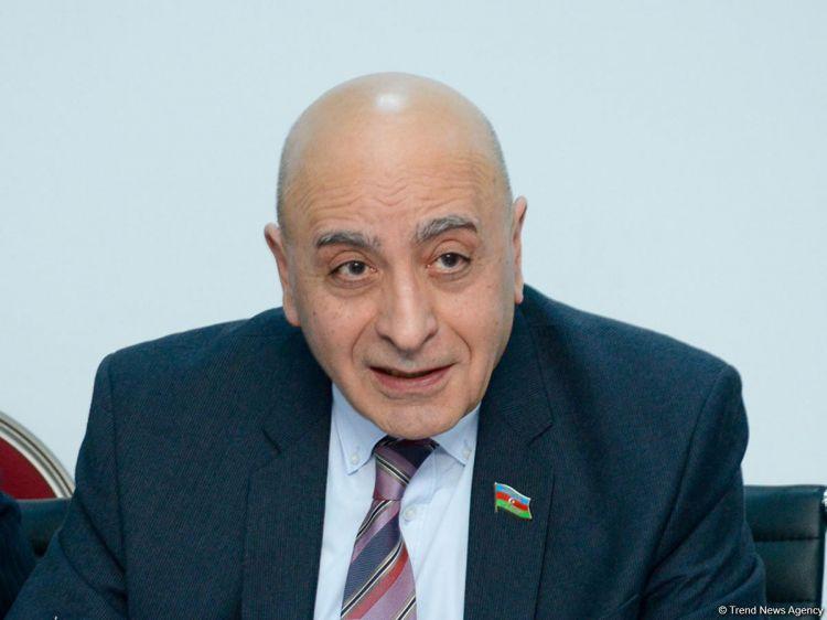 Расим Мусабеков объяснил досрочные выборы возможностью войны летом