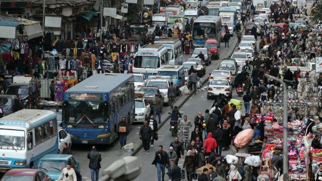 """مصر بعد 100 مليون نسمة: هل تواجه """"قنبلة موقوتة"""" أم لديها """"وقود جديد"""" للتنمية؟"""