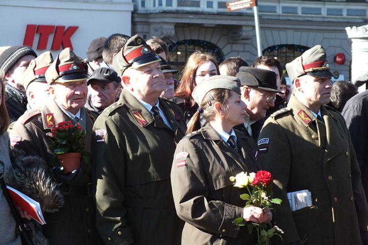 """Европарламент потребовал запрета шествия """"Ваффен СС"""" в Риге"""
