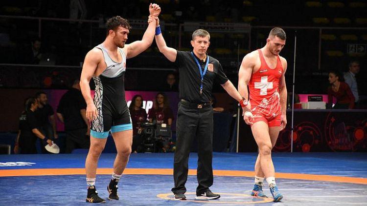 Süleyman Karadeniz Avrupa Güreş Şampiyonası'nda altın madalya kazandı