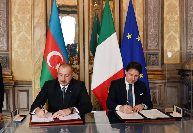 تبادل الوثائق الاذربيجانية الايطالية