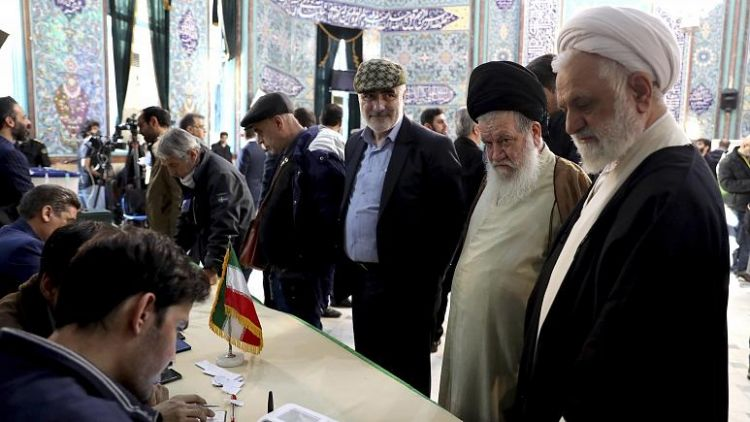 İran'da halk parlamento seçimleri için oy vermeye başladı