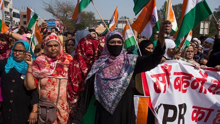Hindistan'da şiddetli protesto gösterileri - En az 13 ölü, 150 yaralı