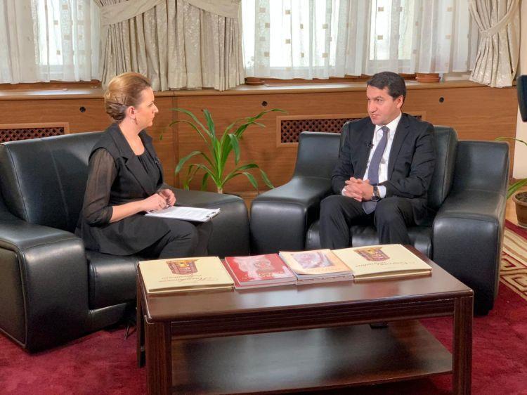 أذربيجان أقامت تعاوناً متبادل المنفعة مع جميع دول المنطقة - مقابلة حصرية مع حكمت حاجييف، مساعد رئيس جمهورية  أذربيجان - الفيديو