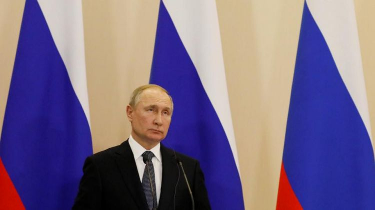 Russia's Putin orders non-working month to curb coronavirus