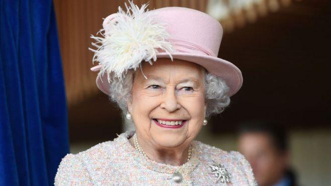 فيروس كورونا: في خطاب نادر الملكة إليزابيث الثانية تطالب البريطانيين بالانضباط