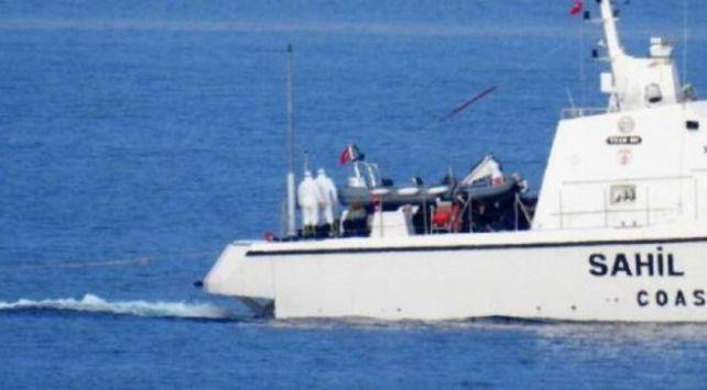 Yunan askeri, sığınmacıların yakıtını alarak deniz ortasında bıraktı