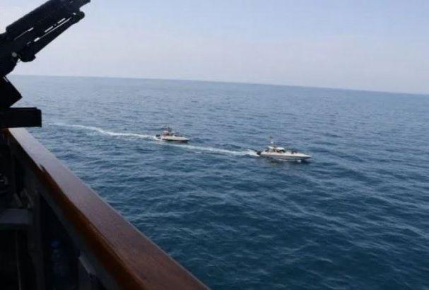 İran katerləri Fars körfəzində ABŞ hərbi gəmilərinə hücum etdi - VİDEO |  Eurasia Diary