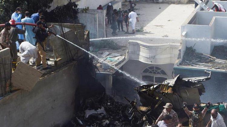 97 kişinin öldüğü Pakistan uçak kazasında kara kutu incelemeye alındı