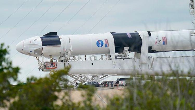 tr/news/sience/430155-ilk-astronotlu-spacex-roketi-firlatiliyor-yeni-bir-uzay-cagi-icin-milat-olabilir
