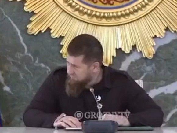 Кадыров появился в телеэфире с катетером на руке - ВИДЕО