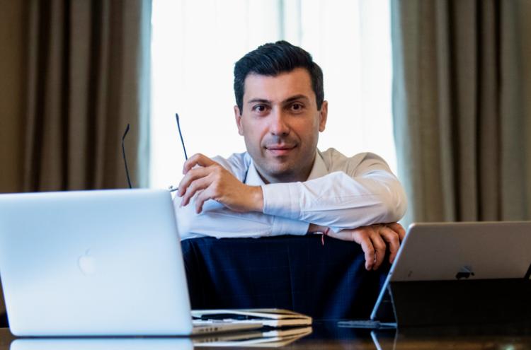 Бывший посол и зять Саргсяна разоблачил оружейные махинации Пашиняна