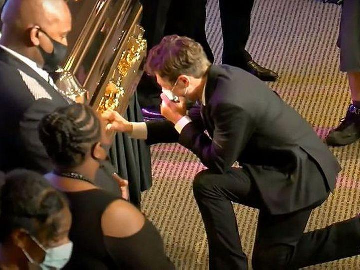 Мэр Миннеаполиса расплакался у гроба Джорджа Флойда - ВИДЕО