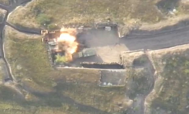 Точное попадание азербайджанского снаряда во вражескую технику - ВИДЕО