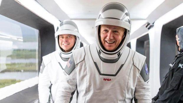 Crew Dragon успешно вернулся на Землю из первого пилотируемого полета - ВИДЕО
