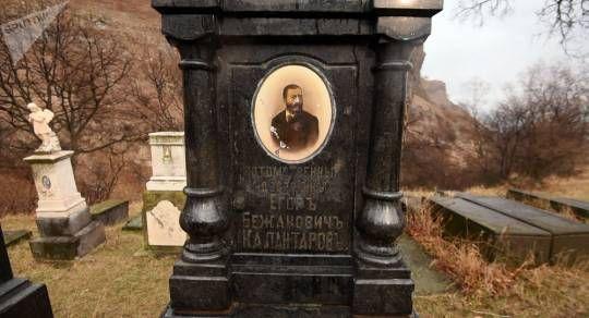 Erməni mediası Lavrovun babasının qəbrinin fotosunu yaydı