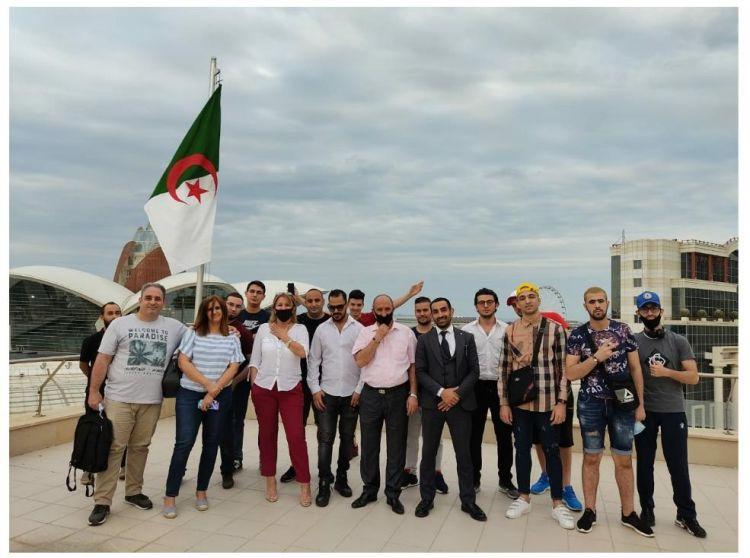 لحظة فرج و بهجة للمواطنين الجزائريين عشية مغادرتهم باكو للالتحاق بالديار بعد خمسة أشهر