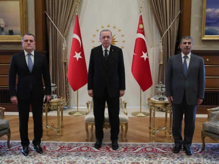 رئيس تركيا يلتقي وزيري خارجية ودفاع أذربيجان
