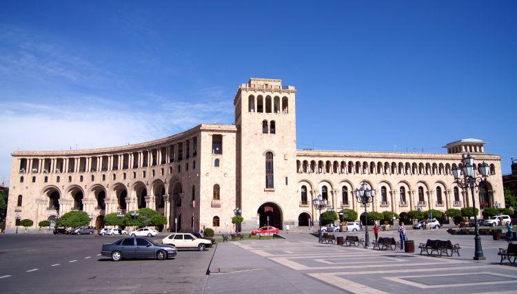Власти Армении завели в тупик переговорный процесс по Карабаху - Наира Зограбян