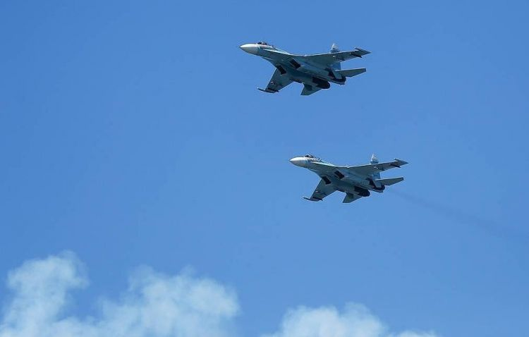 Russian fighters Su-27 intercept 2 US air force bombers over Black Sea