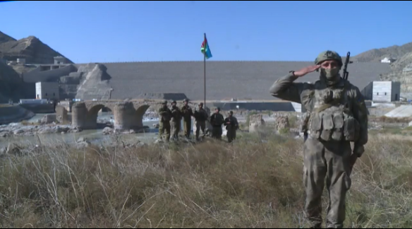 Азербайджанские бойцы рапортуют Ильхаму Алиеву из Худаферина - ВИДЕО