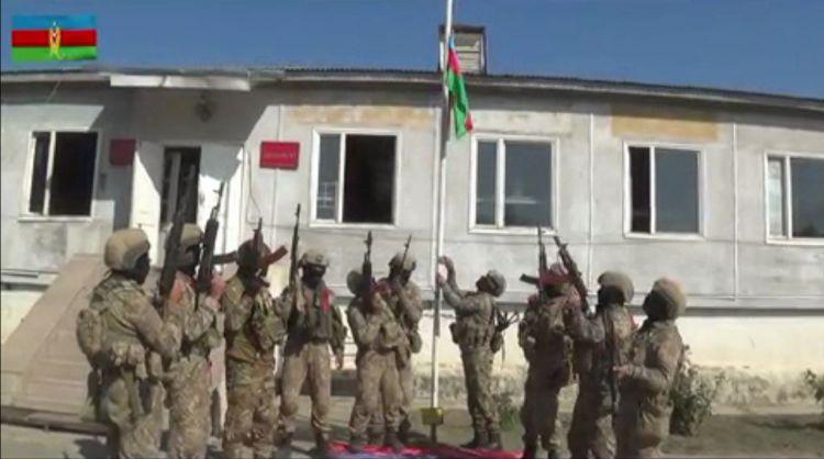 В центре освобожденного от оккупации города Физули поднят Азербайджанский флаг - ВИДЕО