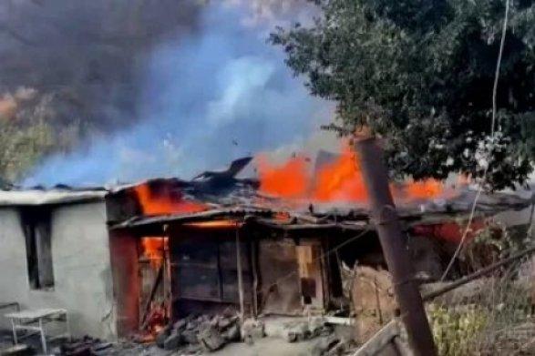 Армяне сожгли село Чарактар и покинули его. А потом оказалось, что село остается под контролем армян