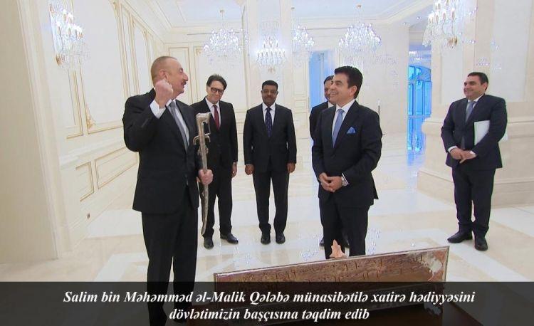 Генеральный директор ИСЕСКО сделал подарок Президенту Ильхаму Алиеву в честь победы в Карабахе - ФОТО
