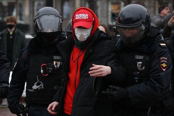 В Москве начались задержания на акции протеста в поддержку Навального - ФОТО