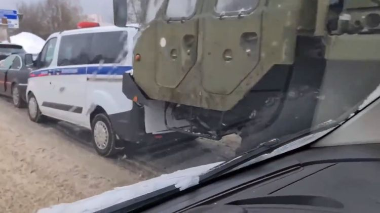 S-400 Missile System Caught in Traffic Accident Outside Moscow - VIDEO
